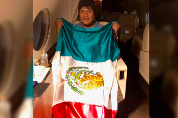 """Evo Morales en su partida hacia México: """"Pronto volveré con más fuerza"""""""
