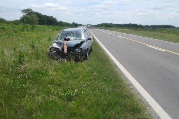 Automóvil colisionó contra una sembradora en la ruta