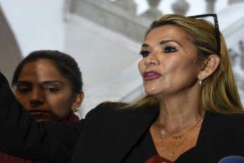 Bolivia: La titular del Senado  se autoproclamó presidenta del país