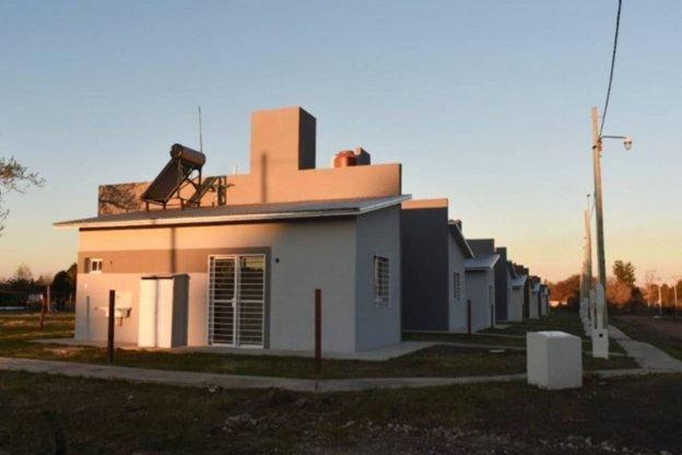 La provincia comenzó la construcción de 42 viviendas en Crespo y Hernández