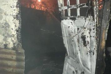 Un cortocircuito ocasionó un feroz incendio en una vivienda de Paraná