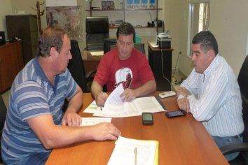 Se rubricó el contrato para construir nuevas viviendas en Colonia Santa María y Las Margaritas
