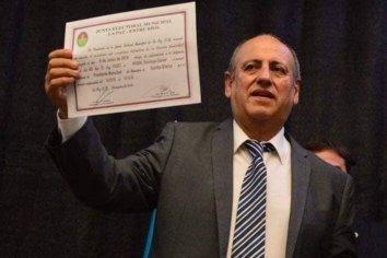 En un día de temperaturas elevadas y muy emocionado, Daniel Rossi recibió su diploma de intendente electo