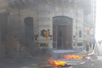 Contratados autoconvocados  protestan frente al Palacio Municipal: reclaman una respuesta urgente