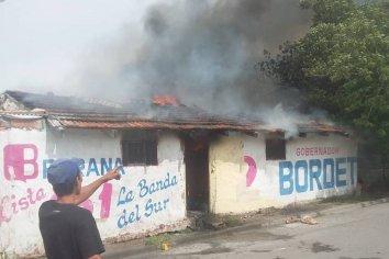 Una casa se incendia en Barrio San Jorge