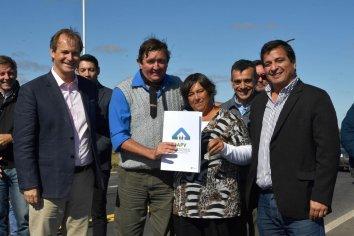 Se inauguran 101 nuevas viviendas en dos  localidades entrerrianas