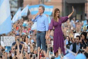"""Macri se despidió ante una multitud en Plaza de Mayo: """"Esto recién comienza"""""""