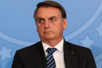 El machismo de Bolsonaro vuelve a aflorar con una insinuación sexual contra una periodista