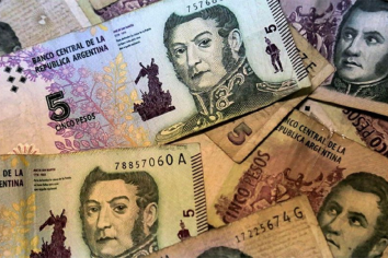 Piden suspender, por seis meses, la salida de circulación del billete de 5 pesos
