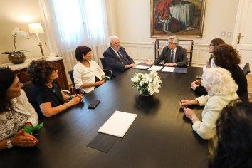 Gines González García presentó el nuevo protocolo para el aborto no punible