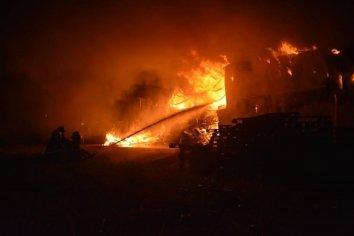 Se incendió el depósito de la Librería Mayorista Celeste y Blanca