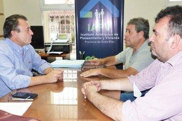 Bisogni se reunió con representantes de la UOCRA
