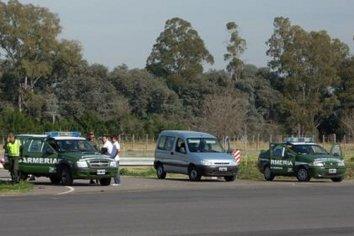 Gendarmeria persiguió una camioneta que luego dejaron abandonada