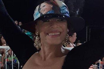 La echaron del corsódromo por ponerse un sombrero con la foto de Cristina