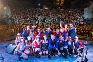 Una multitud disfrutó de música tropical en el Anfiteatro