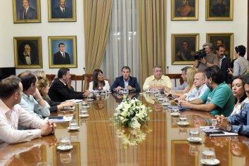 La provincia acordó con los gremios docentes esperar la apertura de las paritarias nacionales
