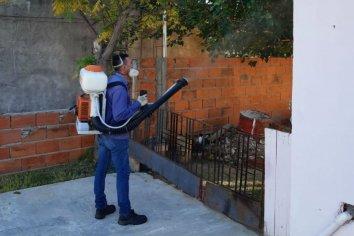 Efectivo bloqueo sanitario por detección de dos casos de dengue en la capital entrerriana