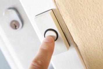 Tocó el timbre de la casa de su ex pareja teniendo una perimetral en su contra