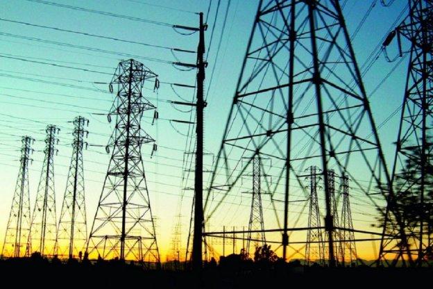 El Gobierno pesificará y recortará el pago a generadoras de electricidad