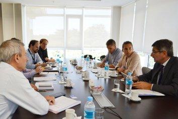 El gobierno gestiona nuevos acuerdos con Arsat para completar el tendido de fibra óptica y de TDA