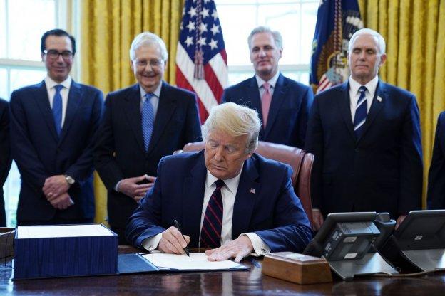 Con el paquete (económico) más grande de la historia, Trump inyectará fondos por la crisis producto del coronavirus