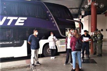 Continúan los operativos a los micros que llegan a terminal de ómnibus