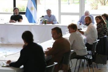 Fernández mantuvo una reunión interministerial de seguimiento con médicos y científicos