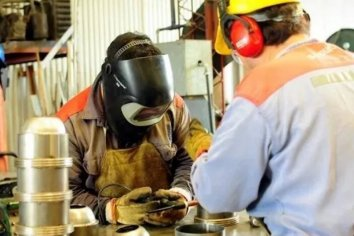 El promedio de los trabajadores cobró en mayo $3.100 menos que en abril