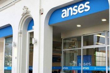 ¿Qué beneficios de ANSES se abonan este miércoles?
