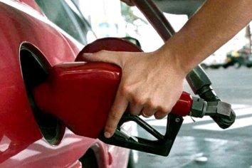 Este sábado aumentan un 6 por ciento la nafta y el gasoil