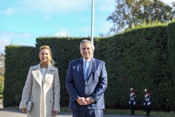 Alberto Fernández encabezó el izamiento de la bandera Argentina en la Residencia de Olivos