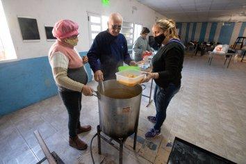 El Municipio aportó alimentos para la elaboración de locro