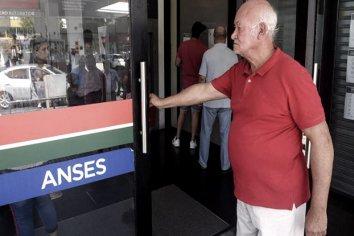 Hoy lunes cobran pensionados con DNI finalizado en 0 y 1 y beneficiarios de IFE