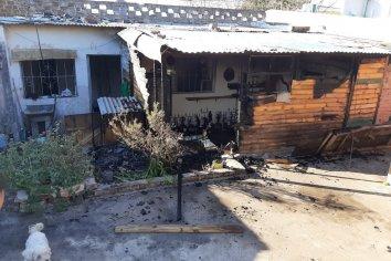Dejaron una vela encendida y se incendió parte de una vivienda