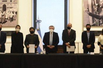 Alberto Fernández firmó acuerdos para obras junto a Bordet, Kicillof y Perotti