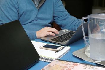 Renuevan y amplían créditos para que docentes puedan adquirir computadoras