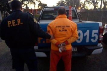 Detuvieron a un hombre luego de golpear a su pareja con un martillo y empujar a su hija