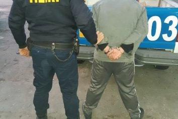 Rompió el vidrio de una ventana para robar pero fue interceptado por la policía