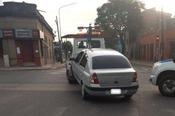 Un menor conducía un automóvil sin licencia ni documentación