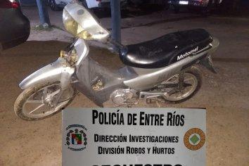 Robaron una moto, intentaron huir y dispararon contra personal policial