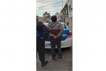 Hombre fue detenido luego de insultar e intentar agredir al personal policial