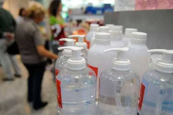 La ANMAT prohibió un alcohol etílico y un limpiador líquido desinfectante