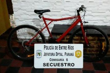 Un hombre fue detenido por robar una bicicleta