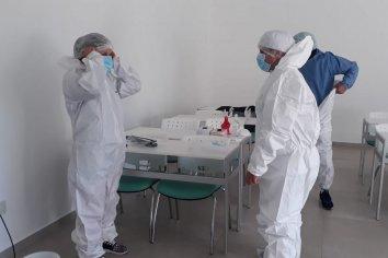 Personal de salud de Santa Ana se capacitó para la toma de muestras por hisopado