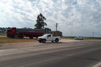 Accidente vial en el acceso a la localidad de El Palenque