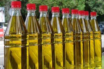 Prohíben la comercialización de una marca de aceite de oliva y un insumo médico