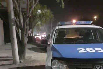 Se enfrentaron a los tiros en la Villa 351 y balearon a un policía