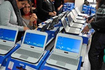 El Gobierno distribuirá medio millón de notebooks en escuelas de todo el país
