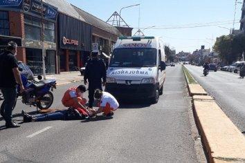 Un motociclista invadió el carril contrario y ocasionó un accidente