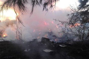 Se produjo un incendio en  la planta de residuos de calle Los Jacarandaes